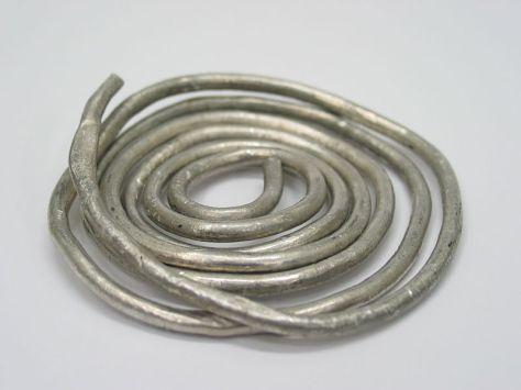 800px-Indium_wire