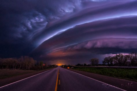 massive_shelf_cloud_near_kingman__ks_by_bvilleweatherman-d6bjn1v